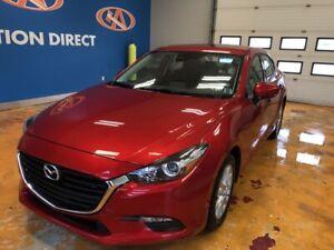 2018 Mazda 3 GS NAVI/ SUNROOF/ HEATED SEATS & WHEEL/ REVERSE...