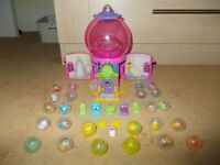 Squinkies Gumball surprise playhouse with 25 Squinkies 24 balls 2 coins and accessories