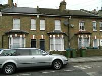 Large room in shared house 3 mins walk Charlton Station, Available immediately