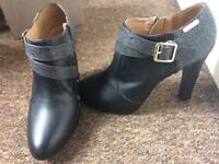 Shoes size 7/8 ladies
