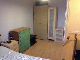 Double room available in a shared flat in Newington
