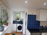 Independent 1 Bedroom Supercute Studio Annexe in Quiet Residential Area of Guildford GU1