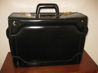 TOP QUALITY HARD DOCUMENT CASE . LEATHER PILOTS BRIEF CASE