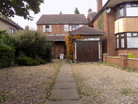 Lovely Detached 3/4 Bedroom House on New Bedford Road with 2 Bathrooms, Driveway, Garage, No DSS.