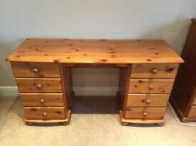 Wooden desk with 8 drawers in great condition