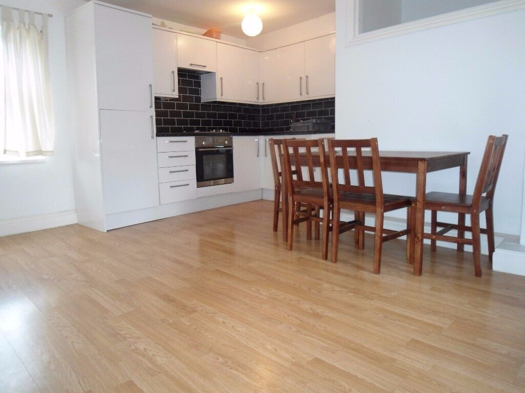Two Bedroom Apartment to Rent - Stone throw away from Stratford Station
