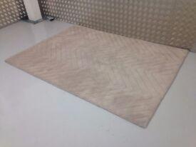 Natural Colour Wool Rug Herringbone Pattern Deep Pile Carpet Rug VGC