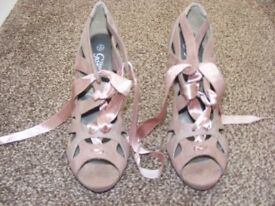 High Heel Shoes Size 4.