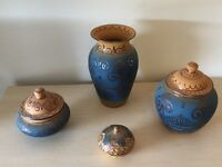 4 matching ornamental pots and vase (price is for the lot)