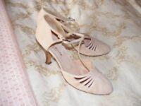 Karen Millen blush pink suede ladies shoes size 5