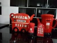 Teapots and salt and pepper pot