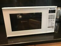800W Panasonic compact Microwave Oven (White finish)