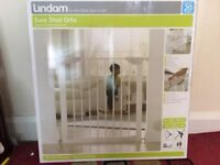 Lindam Orto child safety gate Boxed New ( pressure fit & auto close )