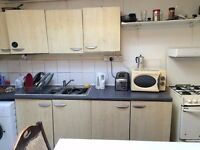 bright single room to let @ E16 3DZ bills inclusive 5 min walk to DLR station zone 3 available now!!