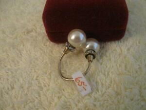 EXTRAORDINARILY CLASSY OLD VINTAGE FAUX PEARL DINNER RING