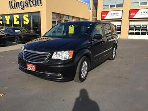 2013 Chrysler Town & Country Kingston Kingston Area image 2