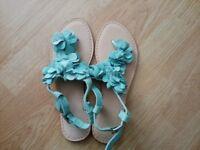 Ladies toepost sandals