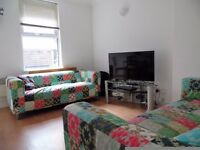 FANTASTIC 3 BED WITH A PRIVATE TERRACE IN WANDSWORTH TOWN
