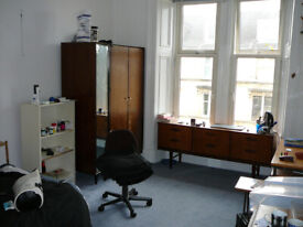 Glasgow - Bank St. - flat for 3 sharing
