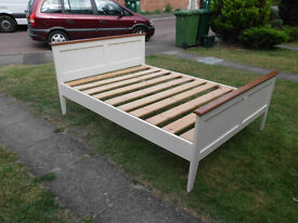 Crème Wooden double Bed