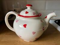 Red and pink hearts teapot brand new
