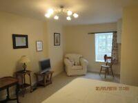 Ideal Short Term Accommodation - Unique Cottage Style Studio