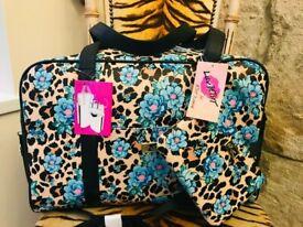 NEW BETSEY JOHNSON LEOPARD ANIMAL PRINT & FLOWER HOLDALL & MAKE UP BAG
