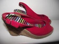 MARKS & SpENCER RED WEDGE SANDALS SIZE 5