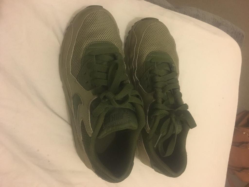 Green Nike air max size 4