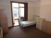 LOVELY MASSIVE TWIN ROOM TO RENT IN NORTH ACTON ZONE 2/3 (CENTRAL LINE)