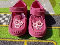 CUPCAKE COUTURE FLOWER DETAIL LEATHER SHOES SIZE 6