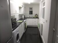 Furnished double room with ensuite in quiet cul de sac