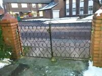 Metal Gate in good condition