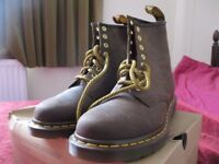 DR MARTENS BOOTS STILL BOXED SIZE 7 UK SIZE BROWN LEATHER