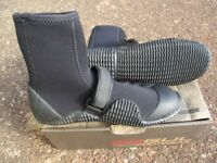 Gul wetsuit 5mm strapped boots size 8 brand new