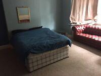 Large 3/4 bed flat sleeps 6-8 opp the beach 5 mins town centre Coop gardens parking quiet uni
