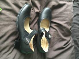 black shoes kitten heel size 6 worn once