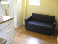 £250/ w - Bright double bedroom on Hammersmith Road