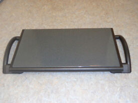 ELECTRIC WARMING TRAY. GREAT FOR KEEPING FOOD HOT. WONDERFUL WHEN ENTERTAINING