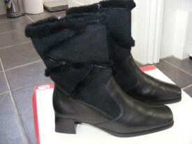 Ladies Black Reiker Short Leather & Suede Fur Lined Boots Size 37 (UK Size 4 On Reiker WebSite).