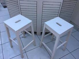 Shabby chic bar and stools