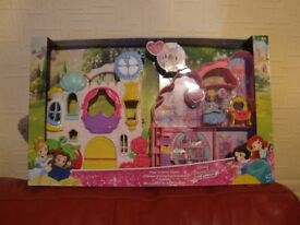 Disney Princess Little Kingdom....Play and carry castle...NEW