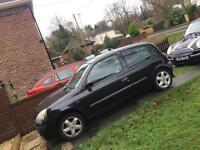 Black Renault Clio Dynamique