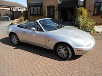 Madza MX5 Eunos 1.6 Automatic Convertible Fantastic Condition cam done 2000 miles ago near new hood