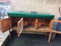 Rabbit hutch very good condition