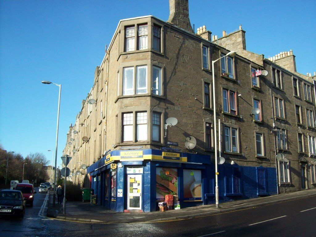 45 First floor dens road, two bedrooms available now