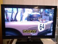 "LG LCD TV 32"" with Freeview HD channels"