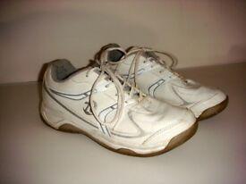 Lawn bowling shoes