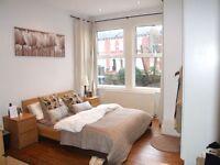 3 bedroom flat in Alexandra Road, London, N8