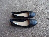 Linea black leather ballet style pumps – size 6 ½ - 40